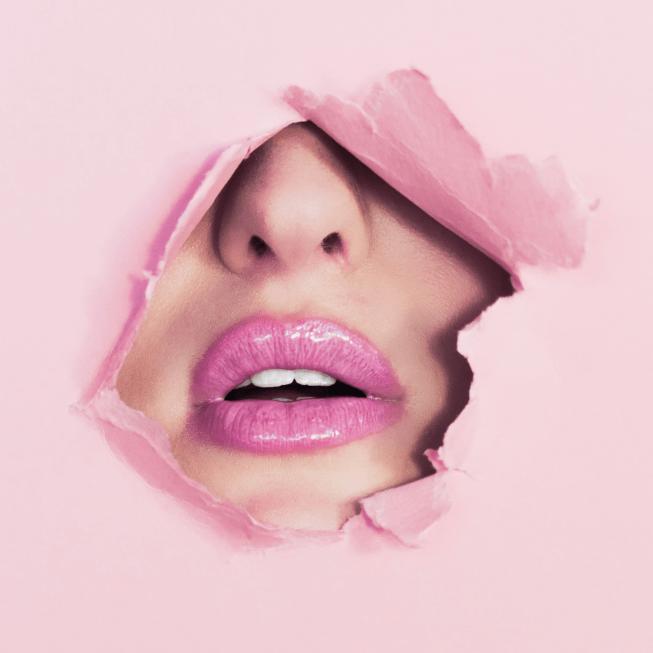 Akustiktavla, akustiktryck, väggabsorbent, ljudabsorbent, ljudskiva, ljudtavla, Ecophon, Undertaket.se, Akustikmontage, Pink Lips